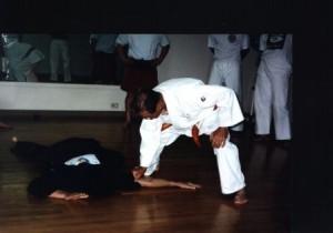 prof wally jay showing sensei doug pain in tricep tendon at john aki priv dojo